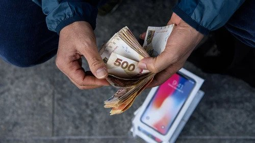 Coronavirus Can Survive 4 Weeks on Phone Screens and Cash, New Research Shows